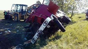 Strażacy jechali do akcji gaśniczej. Mieli wypadek. Dowódca zastępu w ciężkim stanie