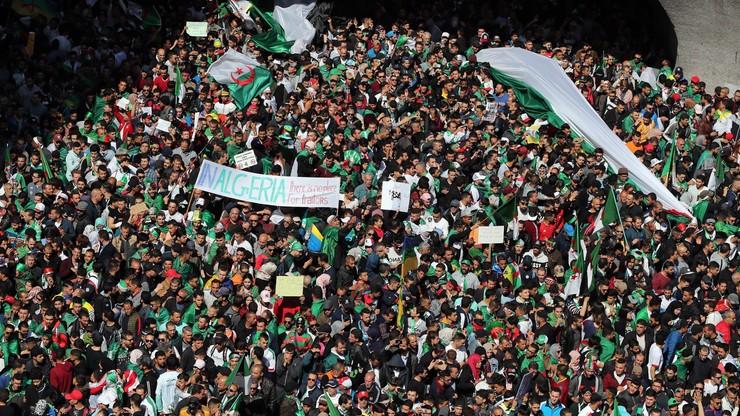 Algieria: armia ponownie wzywa do usunięcia schorowanego prezydenta z urzędu