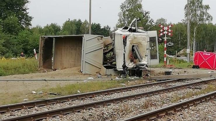 Pociąg uderzył w ciężarówkę. Kierowca nie żyje