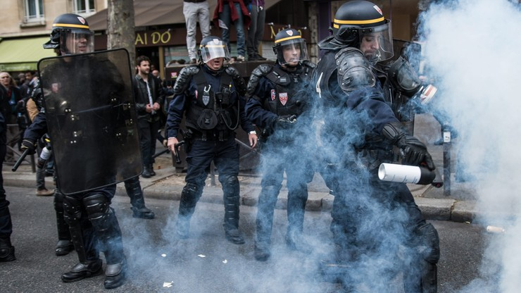 Zamieszki we Francji i frustracja policjantów