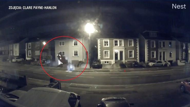 Stracił panowanie nad kierownicą i uderzył w budynek. Skończyło się na kilku siniakach [WIDEO]