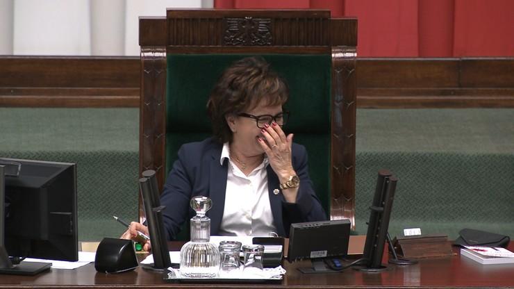 Marszałek Sejmu nie mogła powstrzymać śmiechu. Sejm wybierał skład komisji ds. pedofilii
