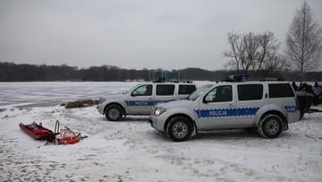 Policjanci uratowali dryfującego w rzece 36-latka