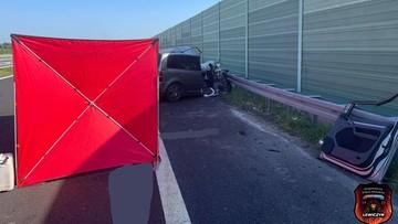 Zderzenie auta z ciężarówką. Zginęła jedna osoba, druga została ranna