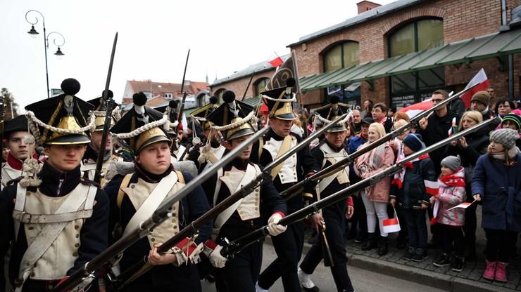 Tysiące uczestników zgromadziła 17. Parada Niepodległości, która przeszła w poniedziałek ulicami centrum Gdańska