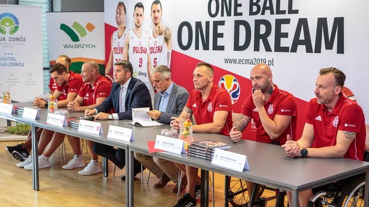 Dwie reprezentacje koszykarzy trenują w Wałbrzychu przed MŚ i ME