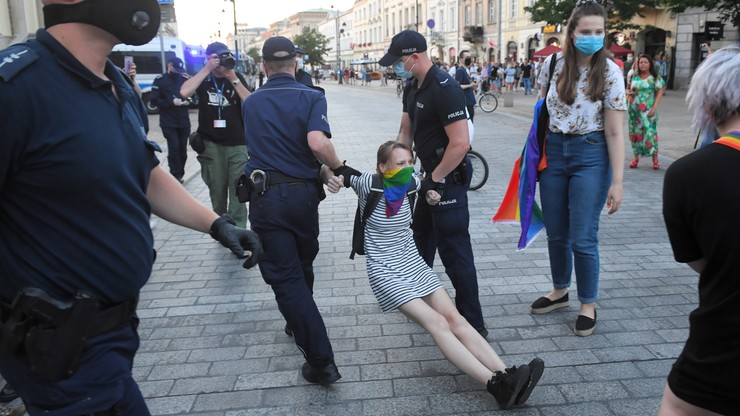 Zatrzymania aktywistów LGBT. Trzaskowski: nie wierzę w przypadkowość działań władzy