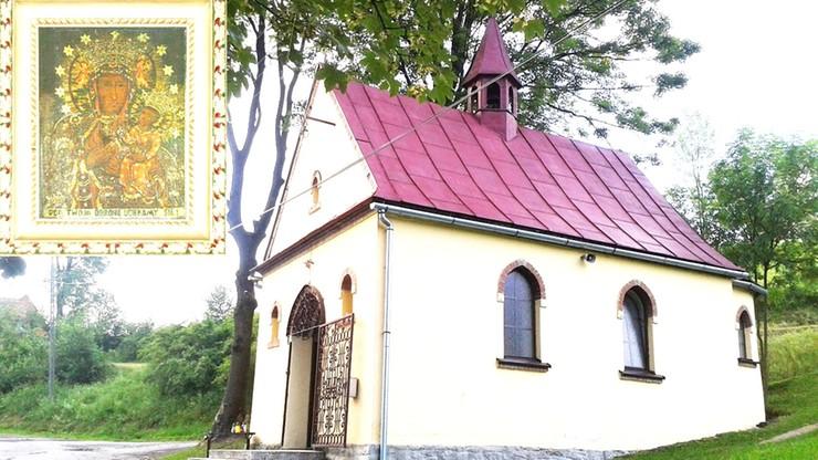 Chcą mszy w kaplicy, ale proboszcz im odmawia. Wytykają mu więc porsche i sprzedaż gruntu kościelnego
