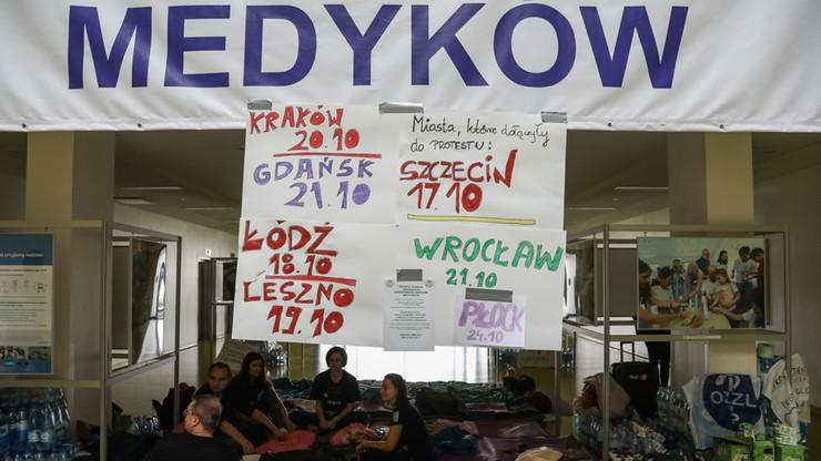 Łódź: marsz poparcia dla głodujących rezydentów. Ma być zmiana formy protestu