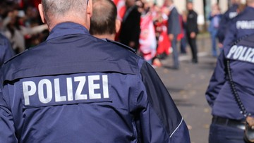 Niemieccy policjanci podejrzewani o rasizm. Zabrano im smartfony