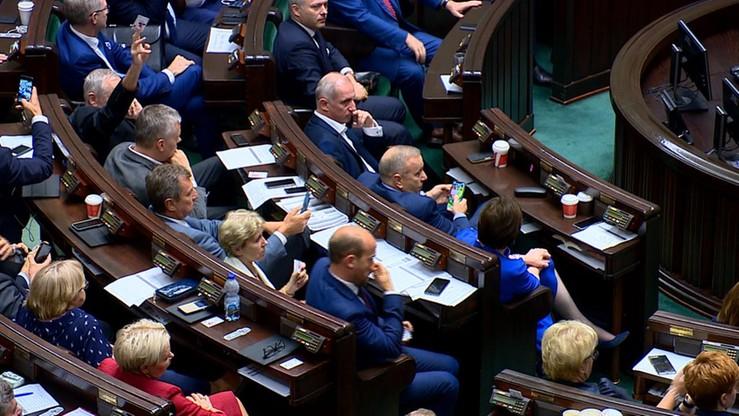 PiS nadal na czele. Pięć partii w Sejmie, trzecią siłą SLD