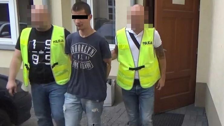 Bili młotkiem, podtapiali w wannie. Policja zatrzymała Ukraińców podejrzanych o brutalne napady