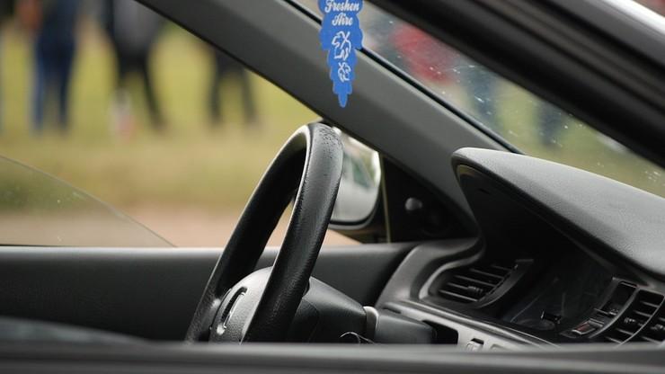Zmiany dla kierowców. Mniejsze tablice rejestracyjne, rejestracja pojazdu w miejscu zakupu