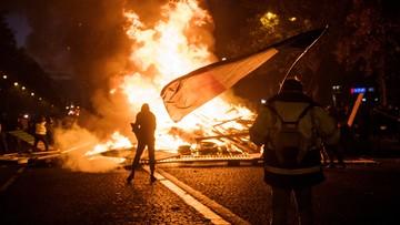"""Francuskie media: to nie """"żółte kamizelki"""" podpalały Pola Elizejskie"""