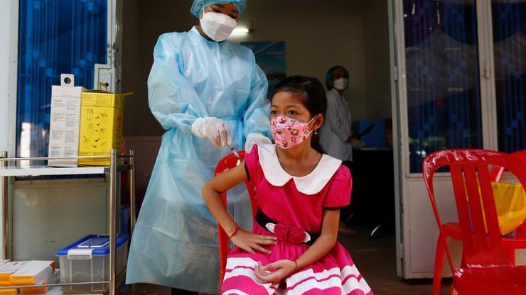 Szczepionka Pfizera dla 5-latków, śmierć za uwagę o braku maseczki. Raport Dnia