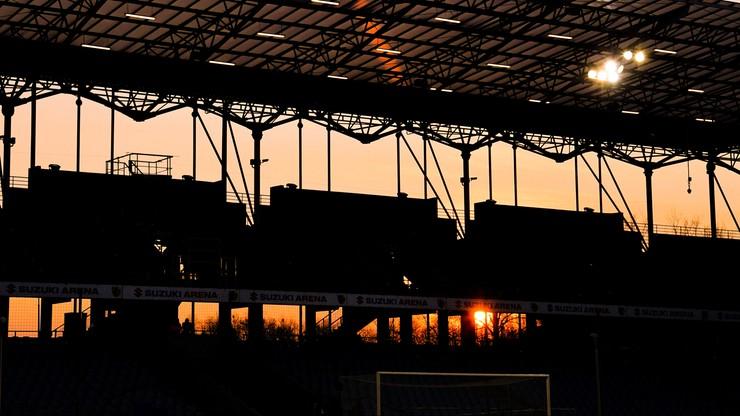 Zawodnicy ŁKS wciąż w domach, rośnie stadion