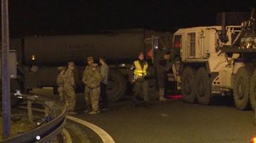 Ciężarówka armii USA wjechała w bariery na autostradzie A2