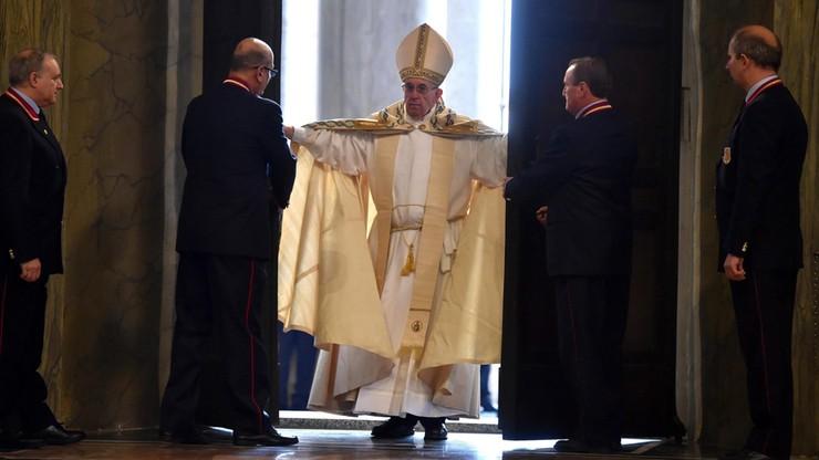 Papież otworzył Drzwi Święte w Watykanie inaugurując Rok Miłosierdzia