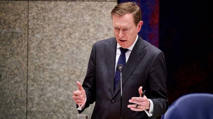 Minister zdrowia zasłabł podczas debaty o koronawirusie