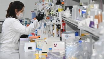 Lek pomagający leczyć Covid-19 dopuszczony do użytku w Europie