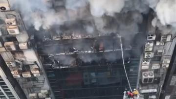 Pożar wieżowca w stolicy Bangladeszu. Co najmniej siedem osób zginęło, 28 jest rannych