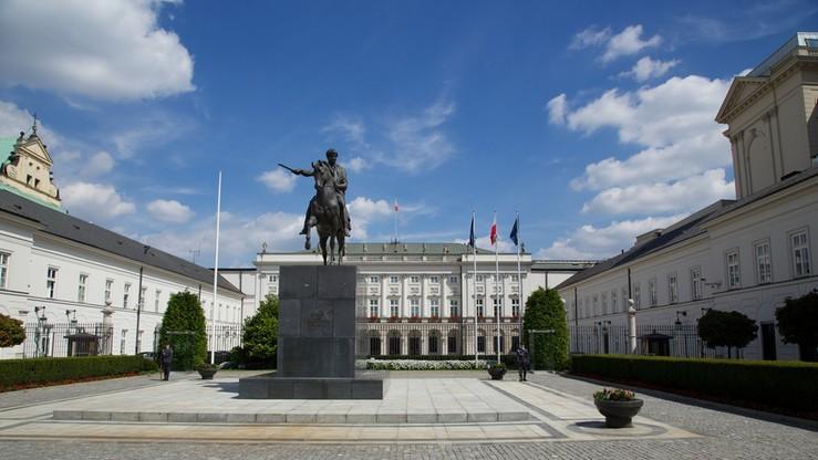 Naukowcy, aktorzy i politycy PiS w komitecie budowy pomników
