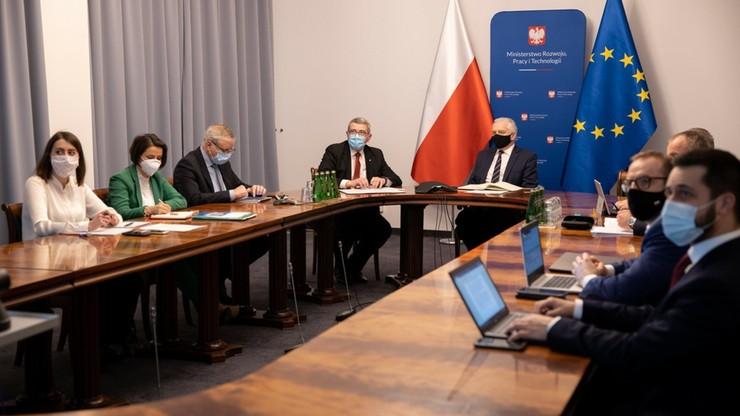 Polska szczepionka i leki na COVID-19. Gowin: dyskutujemy nad produkcją