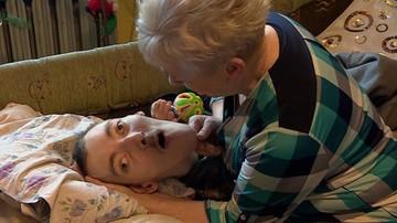 Sama z niepełnosprawnym synem. Przez błędny przelew straciła alimenty