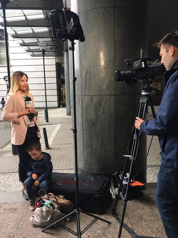 Dorota Bawołek, korespondentka Polsat News w Brukseli, zabiera syna do pracy