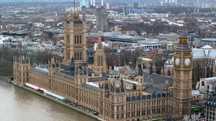 W Wielkiej Brytanii przedterminowe wybory do Izby Gmin. Głosujący decydują o brexicie