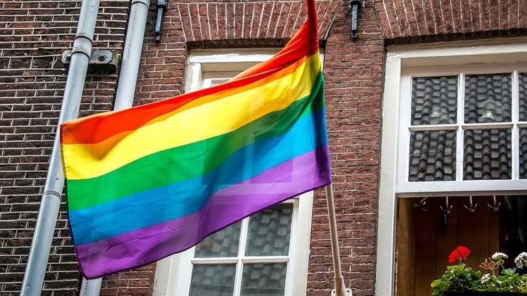 """Komisja Europejska interweniuje ws. """"stref wolnych od LGBT"""". Chce wyjaśnień od marszałków województw"""