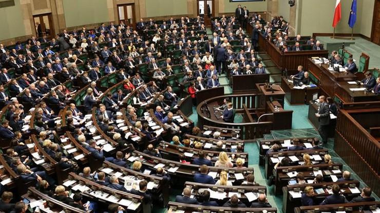 PiS na prowadzeniu, Polska 2050 Szymona Hołowni przed KO. Najnowszy sondaż