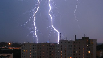 Burze i grad nad Polską, wiatr do 80 km/h. IMGW wydało ostrzeżenia