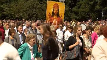 Na ulicach 300 miast z całej Polski tysiące osób odmówią koronkę do Bożego Miłosierdzia