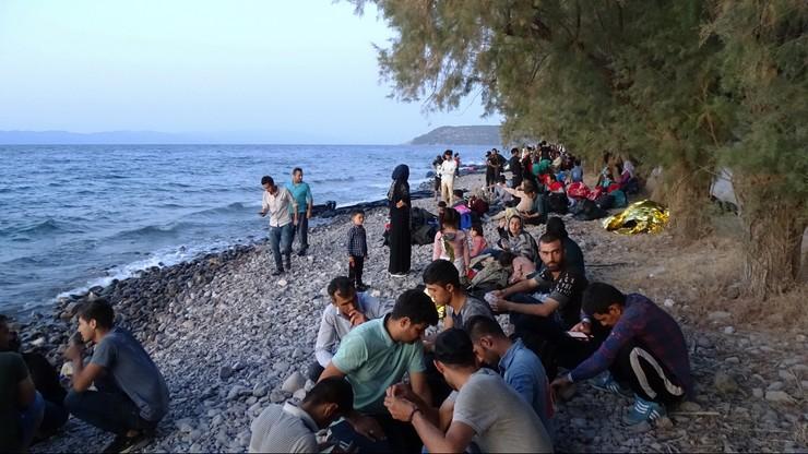 Grecy wzmocnią patrole graniczne, a obozy migrantów przeniosą na ląd