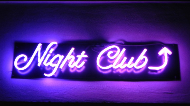 Urząd do walki z dyskryminacją i rasizmem oskarżony o finansowanie klubów erotycznych