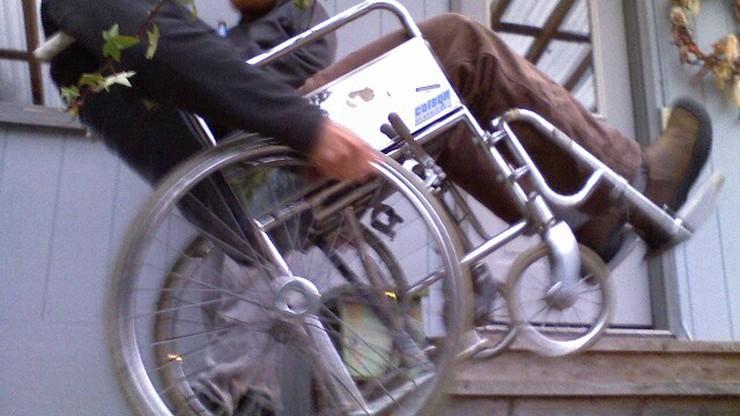 Pielęgniarz na wózku inwalidzkim udaremnił napad na szpital
