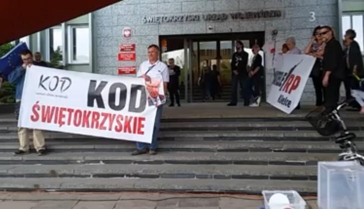 """Protest przeciwko nominacji prof. Chazana na konsultanta wojewódzkiego. """"Dla nas to współczesny kat"""""""
