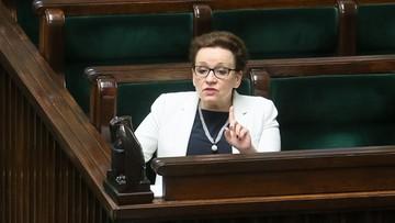 """""""Nie chcemy szkoły, jaką proponuje minister Zalewska"""". Przed Sejmem pikieta przeciw reformie edukacji"""