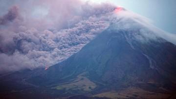 Lawa spływa po zboczach wulkanu Mayon. Ewakuowano już 34 tys. osób