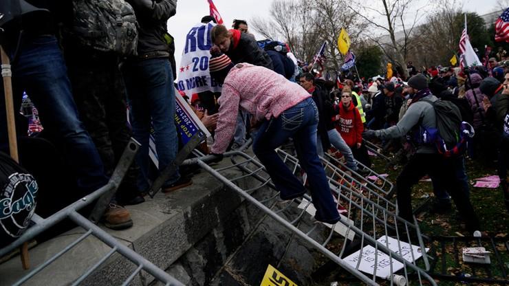 Ładunki wybuchowe przy Kapitolu. Ranni policjanci