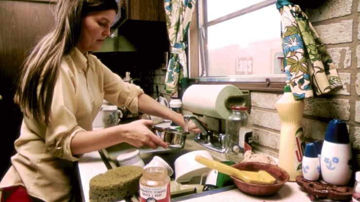 Naukowcy: kobiety robią w domu znacznie więcej niż mężczyźni