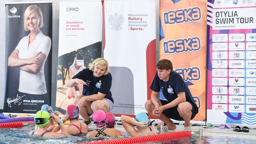 Tłumy dzieci na zajęciach Otylia Swim Tour. Otylia Jędrzejczak szkoliła młodych adeptów pływania