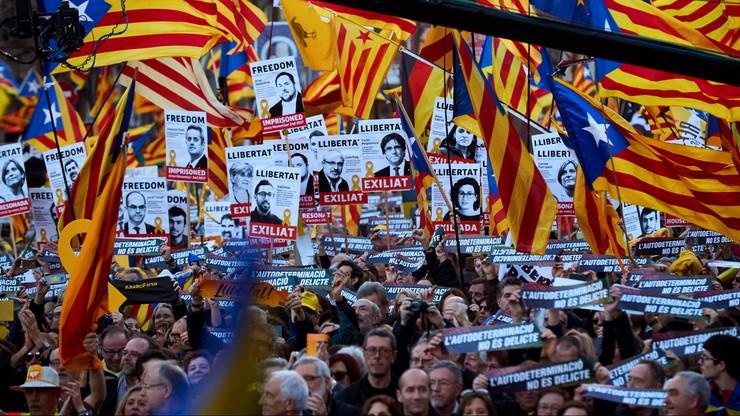 """Kilkadziesiąt tysięcy manifestujących w Barcelonie. """"Sądzicie nas wszystkich"""""""