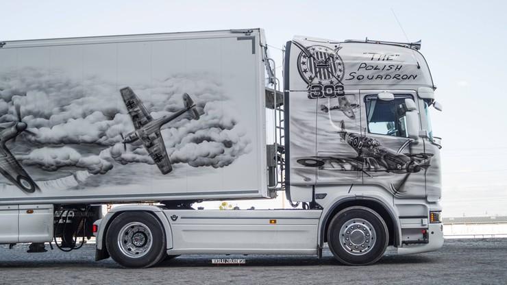 Grafiki z Dywizjonem 303 na polskiej ciężarówce. Brytyjscy policjanci zachwyceni [ZDJĘCIA]