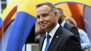 """Internauci pytali prezydenta: o zarobki Pierwszej Damy, """"bykowe"""", i """"Centrum Zdrowia 75+"""""""