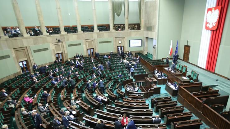 Sejmowi prawnicy krytycznie o projekcie ustawy o lekach dla seniorów. Komisje go przyjęły