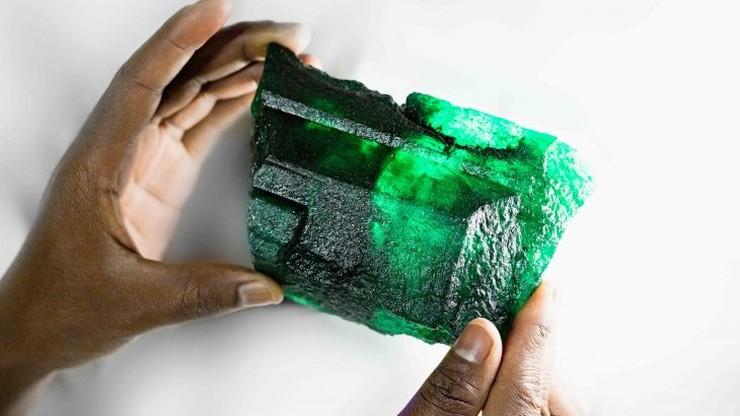 Unikatowy szmaragd znaleziony w zambijskiej kopalni. 5655 karatów, ponad 1 kilogram