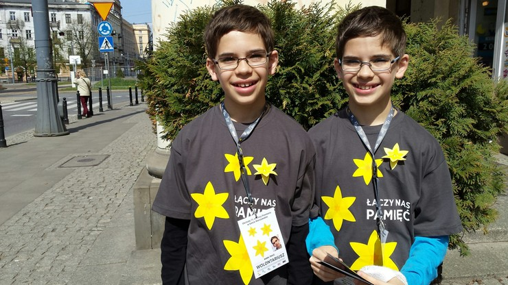 """Akcja """"Żonkile"""". Bracia bliźniacy opowiadają, jak zostali wolontariuszami"""