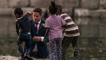 Pan młody wskoczył do rzeki i uratował tonące dziecko. W trakcie ślubnej sesji zdjęciowej